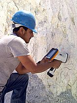 portable-xrf-analyser-improves-quality-process-control-metal-refining-industry-P377141